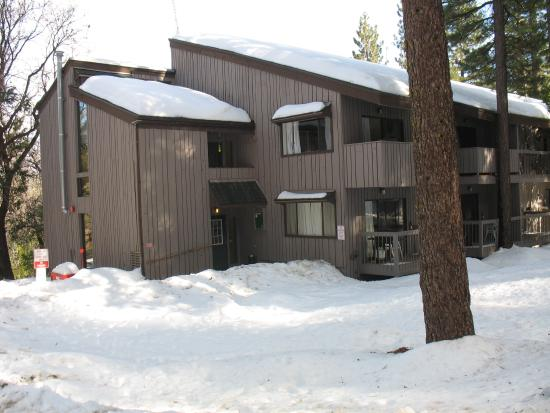 ‪Yosemite West Condominiums‬