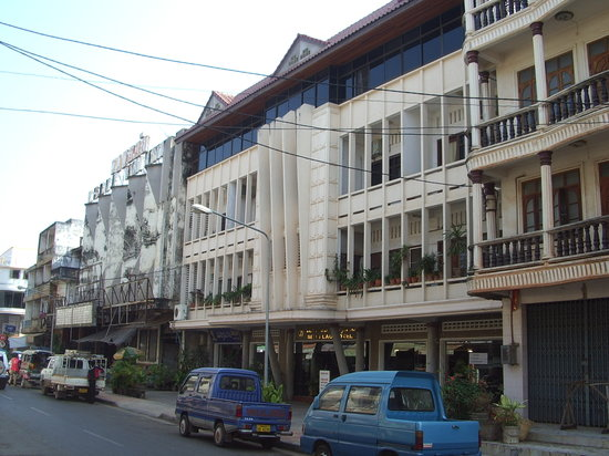 โรงแรมแสงลาว: Seng Lao Hotel: an ex-cinema. We were on the top floor (new windows)