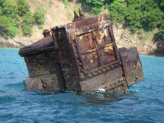 Tambor, Costa Rica: Sunken vessel enroute to Tortuga Island 8/05