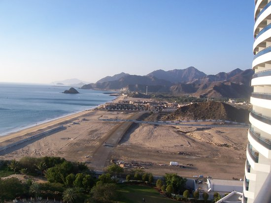 Fujairah, United Arab Emirates: View to the right of the hotel