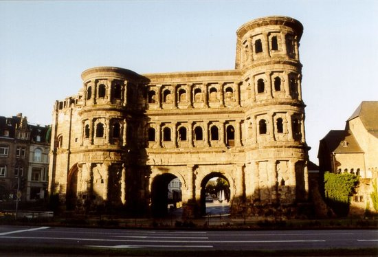 Trier, Deutschland: Oldest, still existing Roman Gate