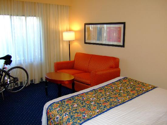Courtyard by Marriott Fort Myers Cape Coral: Sofa/sitting area