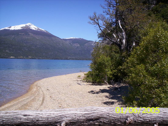 ---, : bariloche ofrece paz...