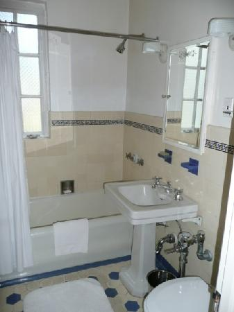 Junior suite picture of chateau marmont west hollywood for Glass room bathroom chateau marmont