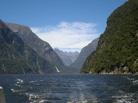Te Anau, Selandia Baru: View of the Sound from our cruise boat