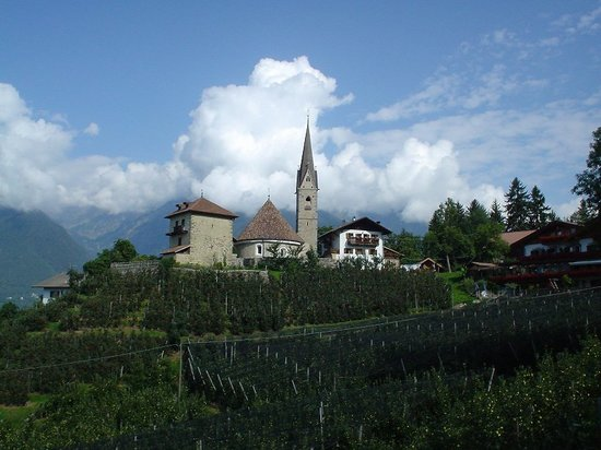 Merano (Meran), Italien: Another town along walking paths, S. Giorgio