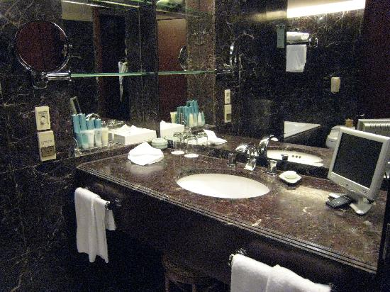 Shangri-La's Far Eastern Plaza Hotel Taipei: Bathroom