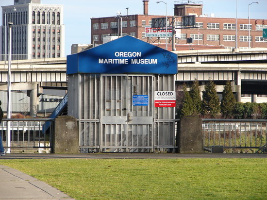 Oregon Maritime Museum: Look for this ramp entrance at Waterfront park to get to the Museum.