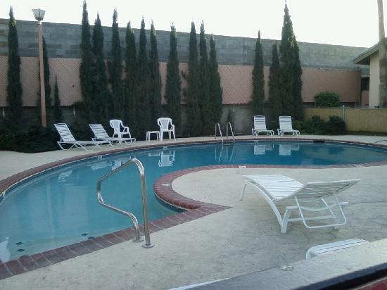 Yuma Cabana Motel: Pool area.