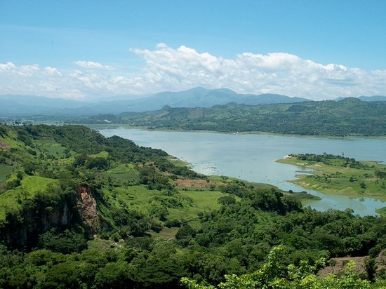 Suchitoto, El Salvador: view of lake Suchitlan from the town