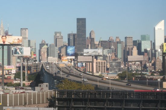 Long Island City, NY: City Views from the City View: Midtown Manhattan & Long Island Expressway