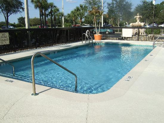 Hampton Inn Mount Dora: Pool area