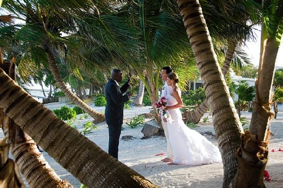 La Perla Del Caribe: wedding on the beach!