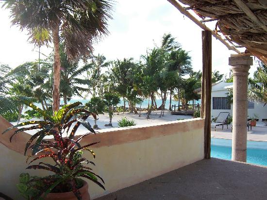 La Perla Del Caribe: view from pool to beachfront