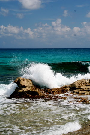 Surf on Isla Mujeres near Avalon