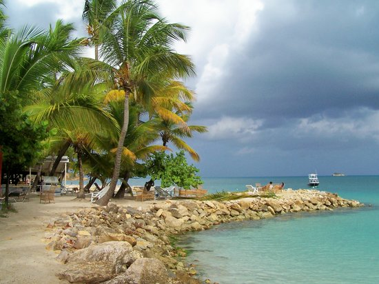 Antigua and Barbuda: Dickenson Bay at Antigua Village