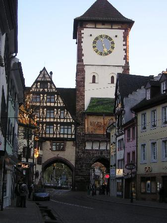 http://media-cdn.tripadvisor.com/media/photo-s/01/0d/28/6a/freiburg-clock-tower.jpg