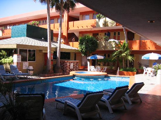 Azteca Inn Courtyard, bar