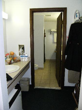 Skaneateles, NY: hall w/fridge to bath