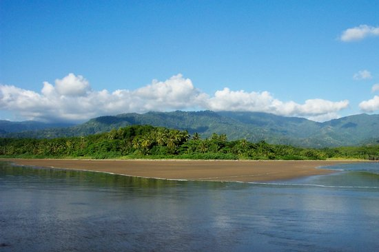 Uvita, Costa Rica: Looking up to Rancho Pacifico from the Whales Tail