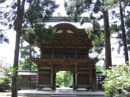 Morioka, Japan: Entrance Gate to Hoonji. No nails used in construction.