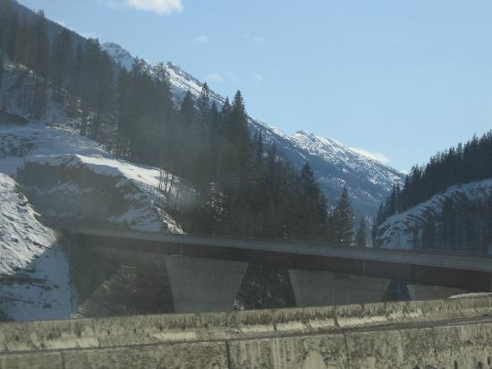 Copper Horse Lodge: The new bridge East of Golden, makes for a much better drive
