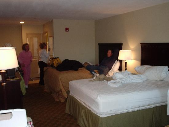 Griffin Inn & Suites: Pic of the 2 bed room suite