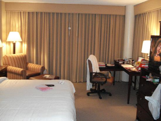 Clarion Hotel Marietta: desk, bed, wraparound balcony behind curtains