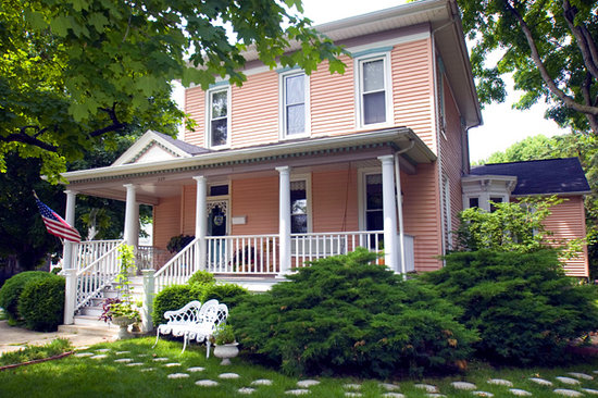 ‪Arcola Flower Patch Bed & Breakfast‬