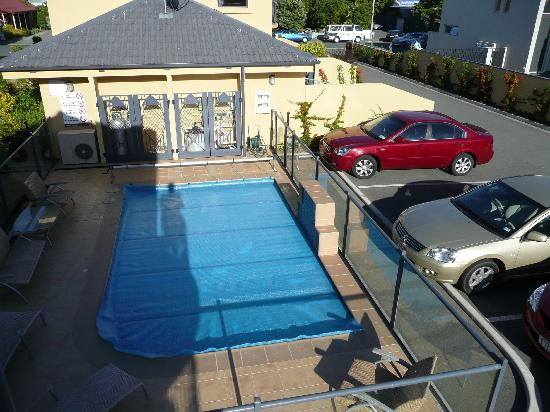 Delorenzos Studio Apartments: Pool and guest parking