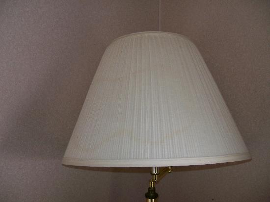Days Inn Harrison: Days Inn nasty lamp