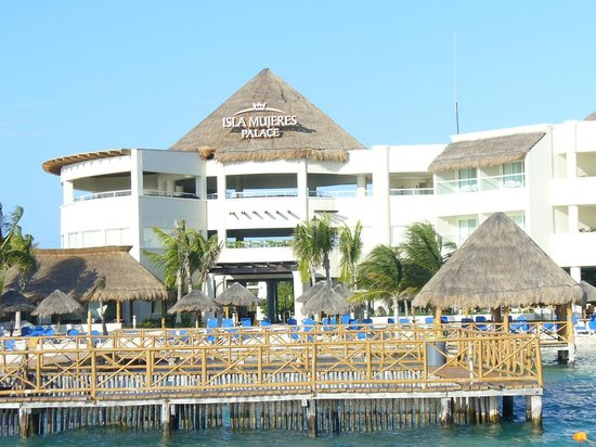 Isla Mujeres Palace: view from the dock of resort