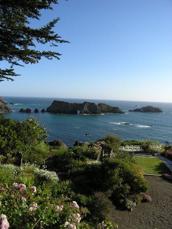 Elk, Californië: View of gardens & ocean
