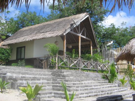 Sabangan Beach Resort: cottage fronting the beach but that&#39;s not our cottage!