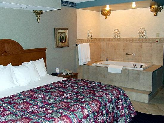 Quality Inn: Bedroom Area