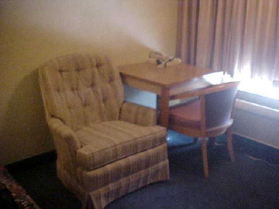 Homestyle Inn & Suites: in room sitting area