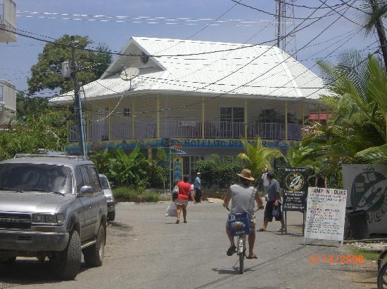Hotelito Del Mar: View of Hotel from street