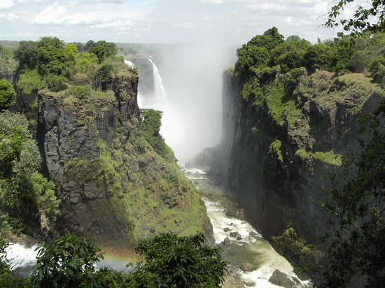 Victoria Falls, Zimbabwe: Smoke that Thunders