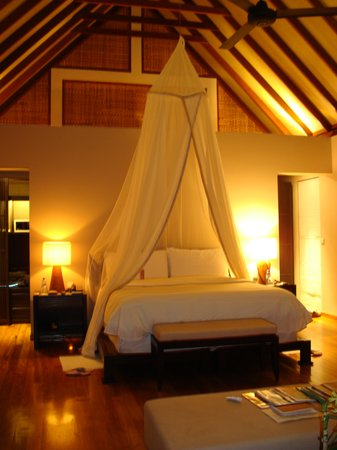 Four Seasons Resort Maldives at Landaa Giraavaru: Bedroom in BeacH Bungalow