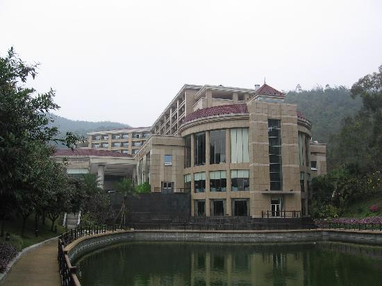 Lotus Villa Hotel: The Hotel Exterior