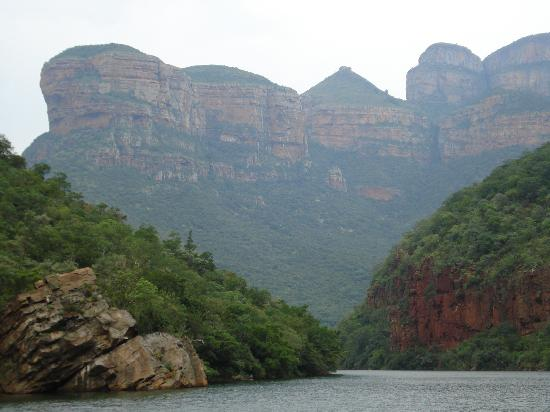 Hoedspruit, Gney Afrika: 3 rondovals as seen from boat tour
