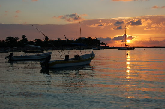 Sunrise ove Akumal Bay