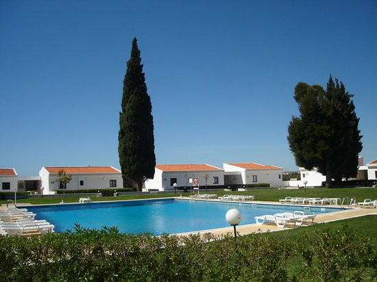 Hotel Apartmento do Golfe: Pool & Gardens