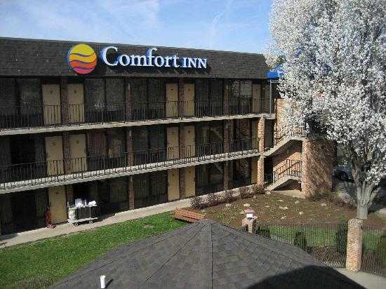 Comfort Inn Tysons Corner: Outside View from Building #1