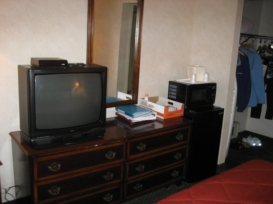 Comfort Inn Tysons Corner: TV, Fridge & Microwave Oven