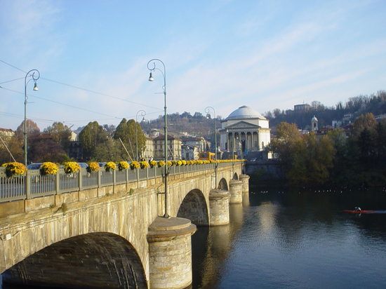 Turn, Italia: Ponte sul fiume Po