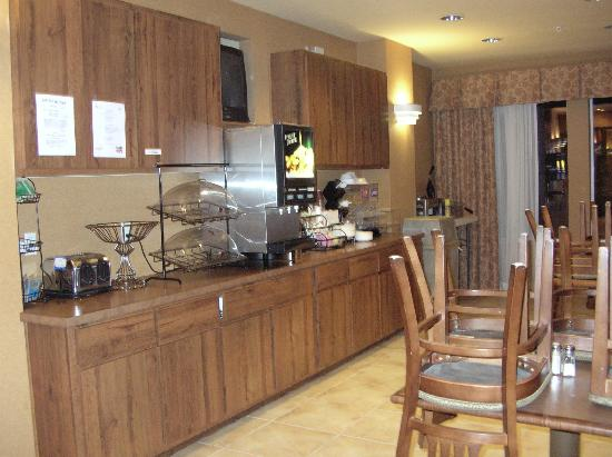 Comfort Inn & Suites Fredericksburg: Breakfast area