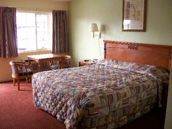 ‪‪Econo Lodge Inn Woodland‬: bed area‬