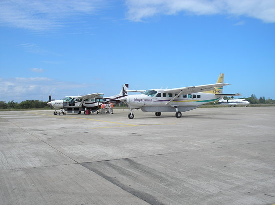 Dangriga, Belize: Mini Planes