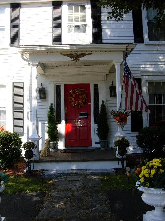 The Red Maple Inn: A welcoming entrance